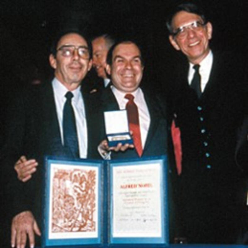 Drs. Jack Geiger, Victor Sidel, and Sidney Alexander at the 1985 Nobel Prize ceremony, Foto: PSR